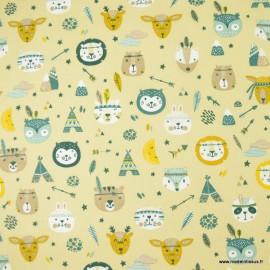 Tissu coton Powhatan thème Indiens motifs tipis et animaux fond Sable - oeko tex