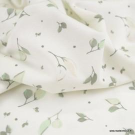 Tissu jersey Oeko tex motifs petites feuilles céladon fond blanc cassé