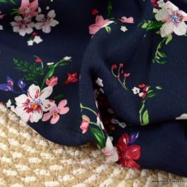 Tissu Viscose motifs fleurs fond marine