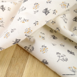 Popeline Emily Bio Gots & oeko tex motifs fleurs grises et ocre fond blanc cassé