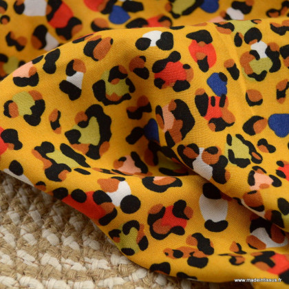 Tissu Viscose motifs Léopard moutarde