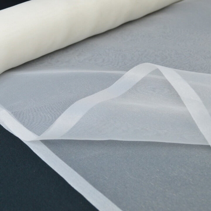 Organza  ivoire 100% polyester 300cm .