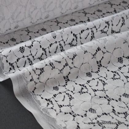 Tissu Dentelle coton polyamide cortège, mariage et cérémonie .