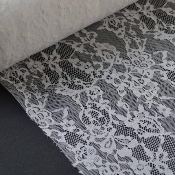Tissu Dentelle 22800 polyamide blanc .