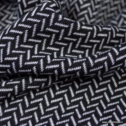 Tissu maille Jacquard motifs chevrons blanc cassé fond noir