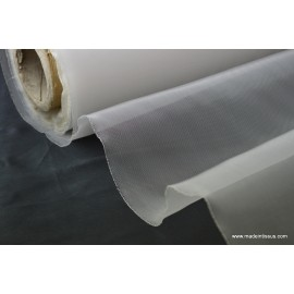 Tissu moustiquaire blanc .