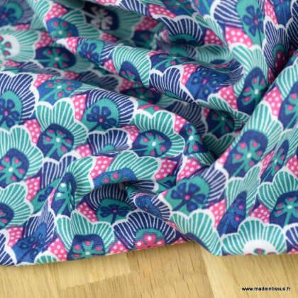 Tissu Popeline motif fleurs et écailles fond bleu et fuchsia - oeko tex