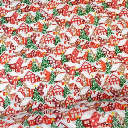 Tissu coton motifs maisons et sapins de Noël sous la neige blanc et rouge- Oeko tex