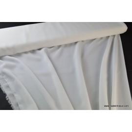 Crepe georgette polyester naturel .