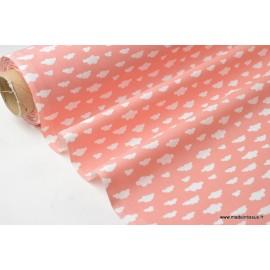 Tissu 100%coton dessin nuages blancs sur fond Corail .x1m