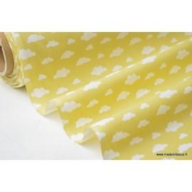 Tissu 100%coton dessin nuages blancs sur fond CITRON .x1m