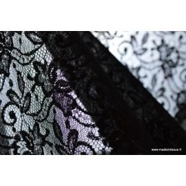 Tissu Dentelle noir contrecollée mousseline noir .