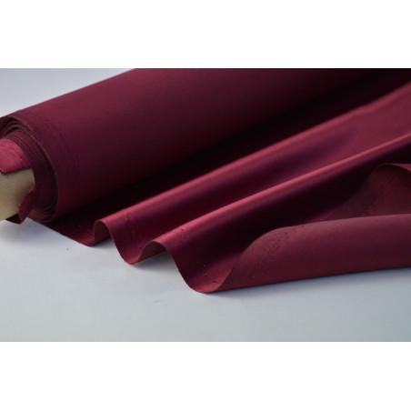 Tissu Satin duchesse polyester bordeaux .
