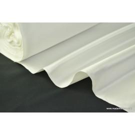 Tissu Satin duchesse polyester naturel .